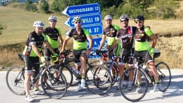 Nicolangelo Zoppo con altri appassionati delle bici in Molise.JPG